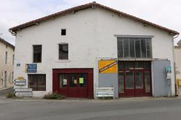 Commerce Dampierre sur Boutonne &bull; <span class='offer-area-number'>140</span> m² environ