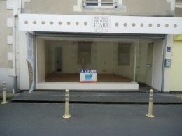 Location Commerce Neuville de Poitou