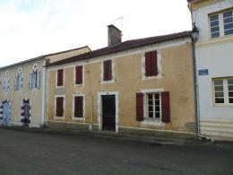 Maison Geaune &bull; <span class='offer-area-number'>250</span> m² environ &bull; <span class='offer-rooms-number'>8</span> pièces