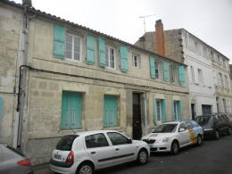 Maison Rochefort &bull; <span class='offer-area-number'>176</span> m² environ &bull; <span class='offer-rooms-number'>7</span> pièces