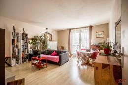 Appartement Paris 20 &bull; <span class='offer-area-number'>72</span> m² environ &bull; <span class='offer-rooms-number'>3</span> pièces