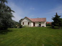 Maison Montaigut &bull; <span class='offer-area-number'>106</span> m² environ &bull; <span class='offer-rooms-number'>6</span> pièces