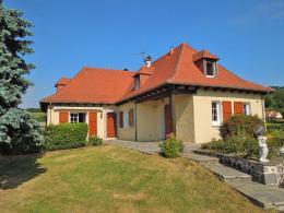 Maison Arpajon sur Cere &bull; <span class='offer-area-number'>150</span> m² environ &bull; <span class='offer-rooms-number'>7</span> pièces