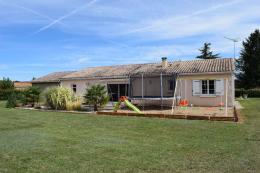 Maison La Rochefoucauld &bull; <span class='offer-area-number'>176</span> m² environ &bull; <span class='offer-rooms-number'>6</span> pièces