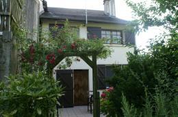 Maison Louvie Juzon &bull; <span class='offer-area-number'>120</span> m² environ &bull; <span class='offer-rooms-number'>8</span> pièces