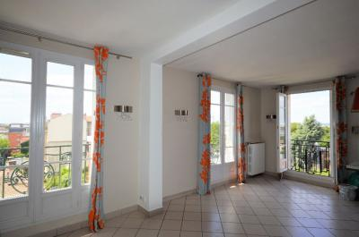Appartement Asnieres sur Seine &bull; <span class='offer-area-number'>74</span> m² environ &bull; <span class='offer-rooms-number'>4</span> pièces