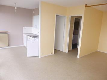 Appartement Aurillac &bull; <span class='offer-area-number'>31</span> m² environ &bull; <span class='offer-rooms-number'>1</span> pièce