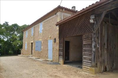 Maison Lasseran &bull; <span class='offer-area-number'>139</span> m² environ &bull; <span class='offer-rooms-number'>6</span> pièces