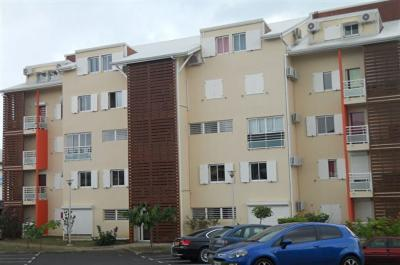 Appartement Le Gosier &bull; <span class='offer-area-number'>71</span> m² environ &bull; <span class='offer-rooms-number'>3</span> pièces