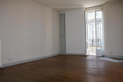 Appartement Bordeaux &bull; <span class='offer-area-number'>32</span> m² environ
