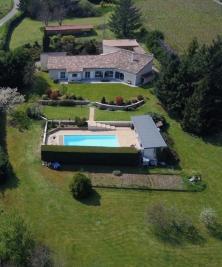 Maison Renaison &bull; <span class='offer-area-number'>240</span> m² environ &bull; <span class='offer-rooms-number'>10</span> pièces