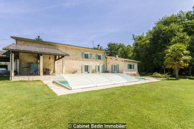 Maison Montagne &bull; <span class='offer-area-number'>200</span> m² environ &bull; <span class='offer-rooms-number'>8</span> pièces