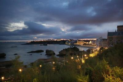 Maison Biarritz &bull; <span class='offer-area-number'>240</span> m² environ &bull; <span class='offer-rooms-number'>8</span> pièces