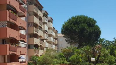 Appartement Hyeres &bull; <span class='offer-area-number'>82</span> m² environ &bull; <span class='offer-rooms-number'>3</span> pièces