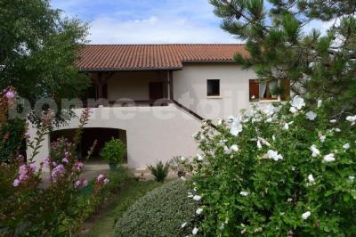 Maison Le Bois D Oingt &bull; <span class='offer-area-number'>100</span> m² environ &bull; <span class='offer-rooms-number'>4</span> pièces