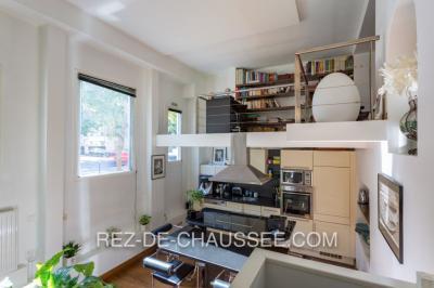 Appartement Paris 14 &bull; <span class='offer-area-number'>70</span> m² environ &bull; <span class='offer-rooms-number'>4</span> pièces