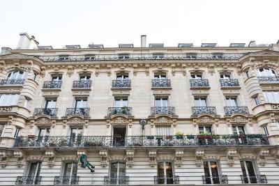 Appartement Paris 08 &bull; <span class='offer-area-number'>161</span> m² environ &bull; <span class='offer-rooms-number'>6</span> pièces