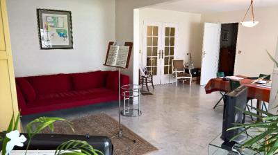Appartement Marseille 07 &bull; <span class='offer-area-number'>133</span> m² environ &bull; <span class='offer-rooms-number'>5</span> pièces