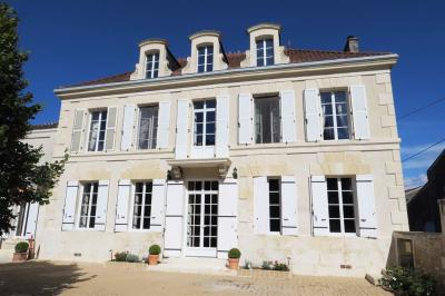 Maison Migron &bull; <span class='offer-area-number'>272</span> m² environ &bull; <span class='offer-rooms-number'>6</span> pièces
