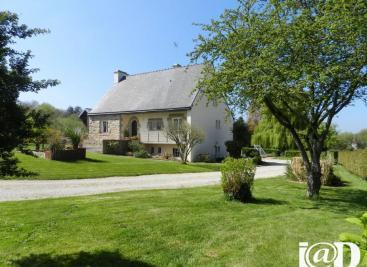 Maison St Carreuc &bull; <span class='offer-area-number'>173</span> m² environ &bull; <span class='offer-rooms-number'>5</span> pièces
