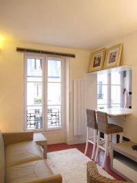 Appartement Paris 07 &bull; <span class='offer-area-number'>20</span> m² environ &bull; <span class='offer-rooms-number'>1</span> pièce