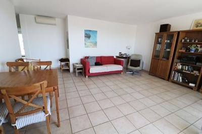 Appartement Marseille 08 &bull; <span class='offer-area-number'>75</span> m² environ &bull; <span class='offer-rooms-number'>3</span> pièces