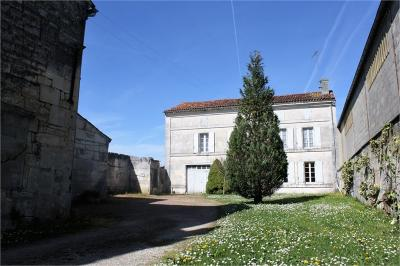 Maison St Meme les Carrieres &bull; <span class='offer-area-number'>140</span> m² environ &bull; <span class='offer-rooms-number'>6</span> pièces