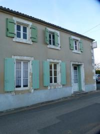 Maison Faye sur Ardin &bull; <span class='offer-area-number'>190</span> m² environ &bull; <span class='offer-rooms-number'>7</span> pièces
