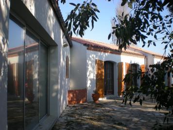 Maison Les Sables d Olonne &bull; <span class='offer-area-number'>180</span> m² environ &bull; <span class='offer-rooms-number'>7</span> pièces