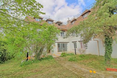 Maison Monceaux &bull; <span class='offer-area-number'>166</span> m² environ &bull; <span class='offer-rooms-number'>6</span> pièces