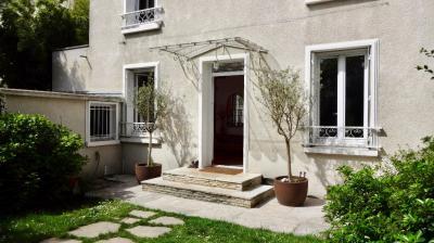 Maison St Maur des Fosses &bull; <span class='offer-area-number'>156</span> m² environ &bull; <span class='offer-rooms-number'>7</span> pièces
