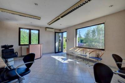 Maison Cour et Buis &bull; <span class='offer-area-number'>190</span> m² environ &bull; <span class='offer-rooms-number'>7</span> pièces