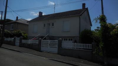 Maison Montsurs &bull; <span class='offer-area-number'>67</span> m² environ &bull; <span class='offer-rooms-number'>5</span> pièces