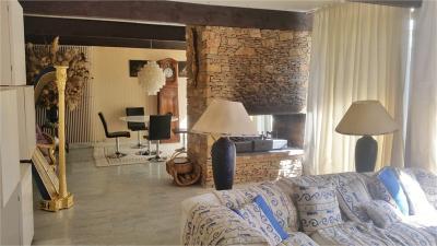Maison Roquevaire &bull; <span class='offer-area-number'>220</span> m² environ &bull; <span class='offer-rooms-number'>8</span> pièces