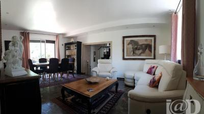 Maison Tremblay en France &bull; <span class='offer-area-number'>130</span> m² environ &bull; <span class='offer-rooms-number'>5</span> pièces