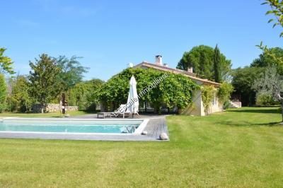 Villa Maubec &bull; <span class='offer-area-number'>210</span> m² environ &bull; <span class='offer-rooms-number'>7</span> pièces