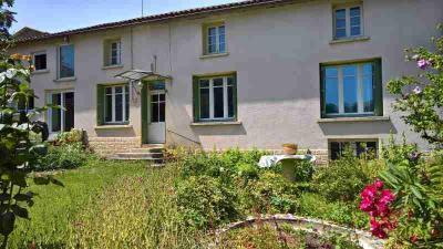 Maison St Romans les Melle &bull; <span class='offer-area-number'>192</span> m² environ &bull; <span class='offer-rooms-number'>6</span> pièces