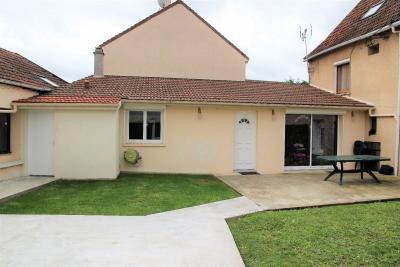 Maison Roissy en France &bull; <span class='offer-area-number'>200</span> m² environ &bull; <span class='offer-rooms-number'>11</span> pièces