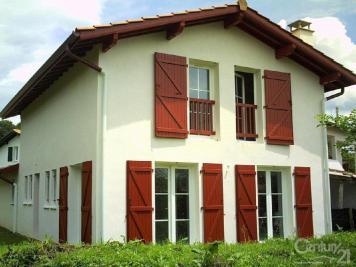 Maison St Pee sur Nivelle &bull; <span class='offer-area-number'>109</span> m² environ &bull; <span class='offer-rooms-number'>5</span> pièces