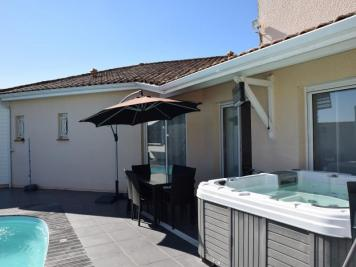 Maison Margaux &bull; <span class='offer-area-number'>218</span> m² environ &bull; <span class='offer-rooms-number'>7</span> pièces