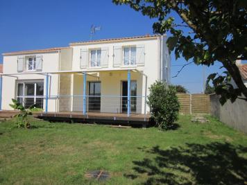 Maison Puyravault &bull; <span class='offer-area-number'>136</span> m² environ &bull; <span class='offer-rooms-number'>6</span> pièces