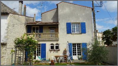 Maison Mauze sur le Mignon &bull; <span class='offer-area-number'>226</span> m² environ &bull; <span class='offer-rooms-number'>8</span> pièces