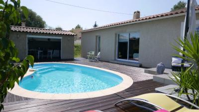 Maison La Roquebrussanne &bull; <span class='offer-area-number'>92</span> m² environ &bull; <span class='offer-rooms-number'>4</span> pièces