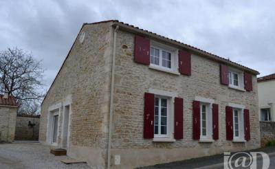 Maison Ste Hermine &bull; <span class='offer-area-number'>130</span> m² environ &bull; <span class='offer-rooms-number'>5</span> pièces