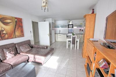 Appartement Antibes &bull; <span class='offer-area-number'>65</span> m² environ &bull; <span class='offer-rooms-number'>3</span> pièces