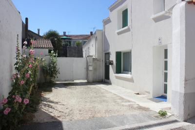 Appartement St Pierre d Oleron &bull; <span class='offer-area-number'>30</span> m² environ &bull; <span class='offer-rooms-number'>1</span> pièce