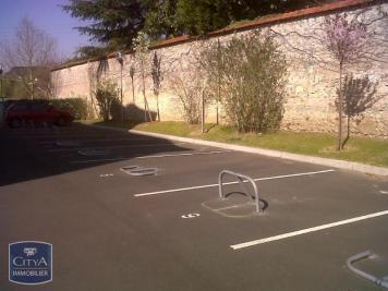 Parking St Cyr sur Loire &bull; <span class='offer-area-number'>10</span> m² environ