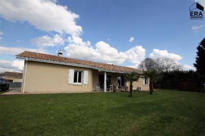 Maison Prignac et Marcamps &bull; <span class='offer-area-number'>125</span> m² environ &bull; <span class='offer-rooms-number'>4</span> pièces