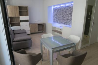 Appartement Lyon 06 &bull; <span class='offer-area-number'>35</span> m² environ &bull; <span class='offer-rooms-number'>2</span> pièces