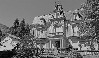 Maison St Laurent de Cerdans &bull; <span class='offer-area-number'>490</span> m² environ &bull; <span class='offer-rooms-number'>19</span> pièces
